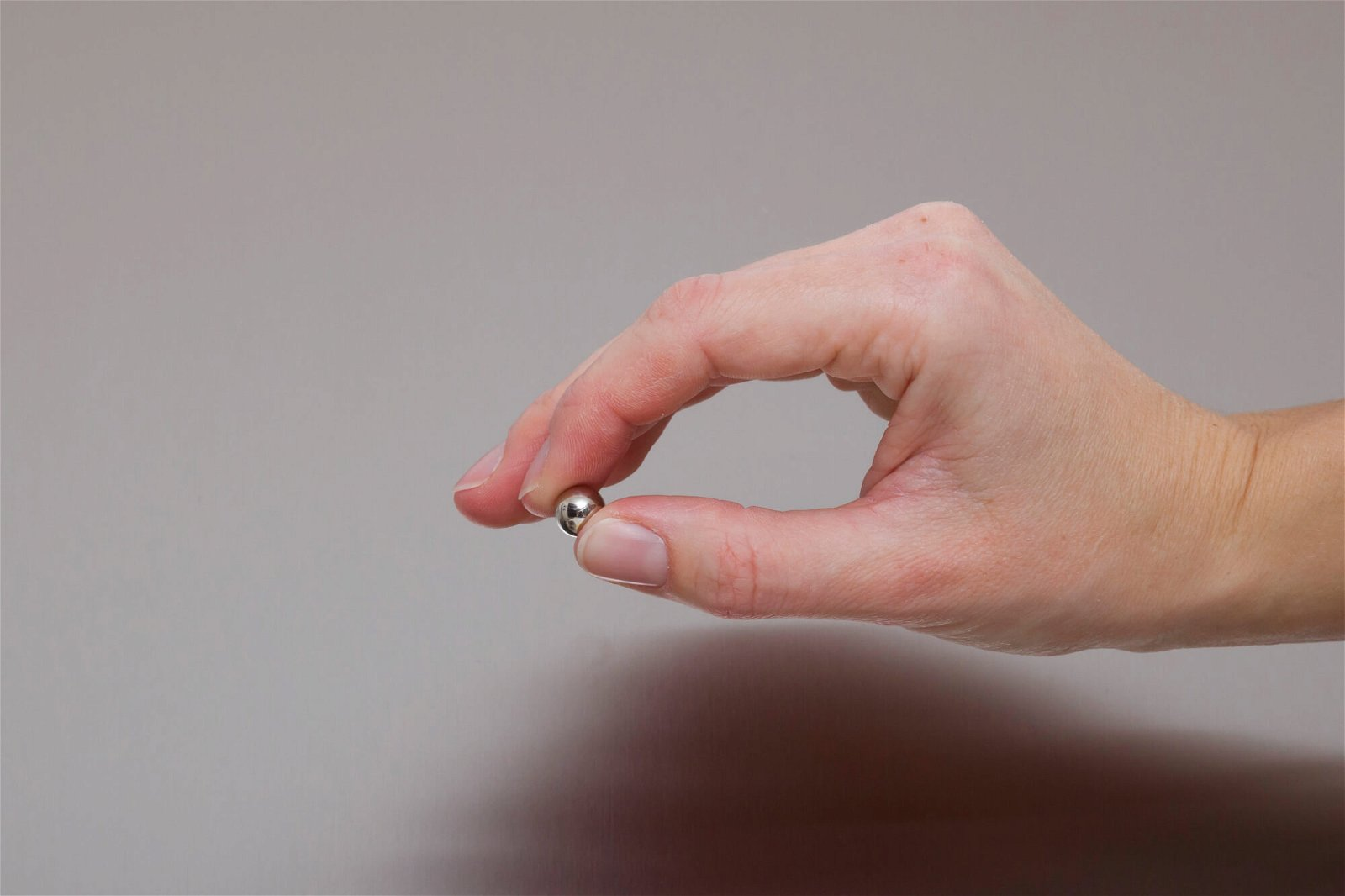 Neodym-Kugelmagnet, Ø 10 mm, 1,2 kg Haftkraft, 4 St./Set, hellsilber