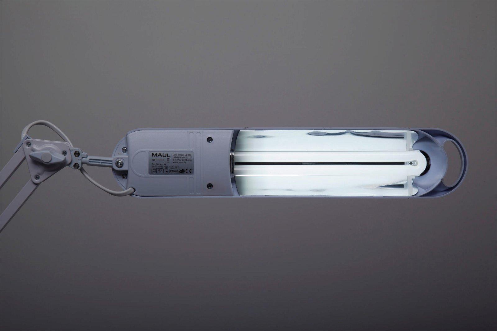 Energiespar-Tischleuchte MAULatlantic, mit Klemmfuß, weiß
