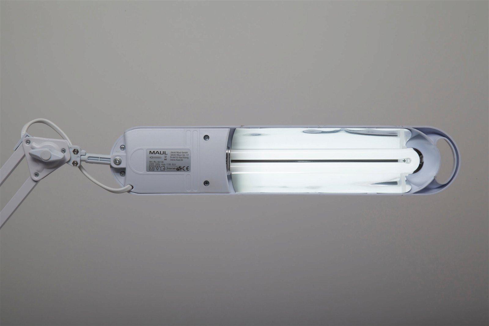 Energiespar-Tischleuchte MAULatlantic, mit Standfuß, weiß